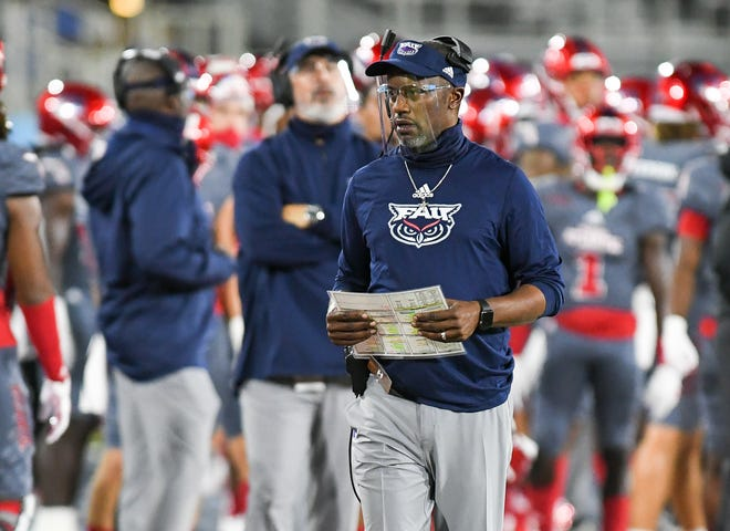 Florida Atlantic coach Willie Taggart watches his team during a 10-6 win over Western Kentucky on November 7.
