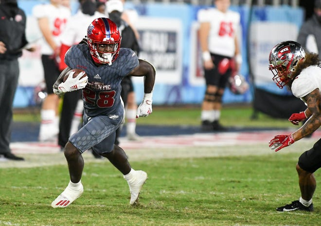 Florida Atlantic running back James Charles rushes during a 10-6 win over Western Kentucky last week. Charles has been a bright spot for an FAU offense averaging 16 points per game.
