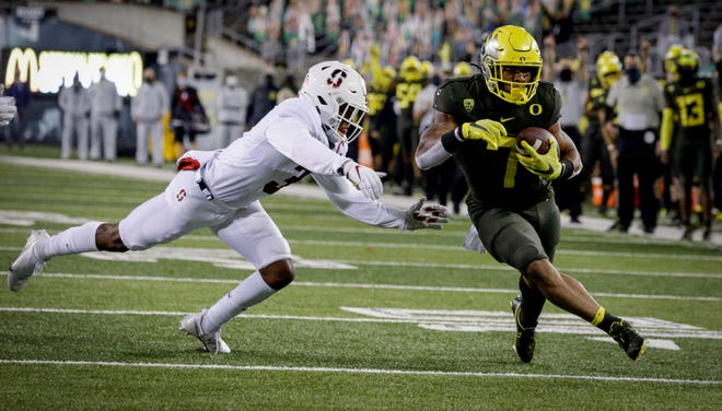 Running back CJ Verdell (7) and the Oregon Ducks will play at Ohio State on Sept. 11.