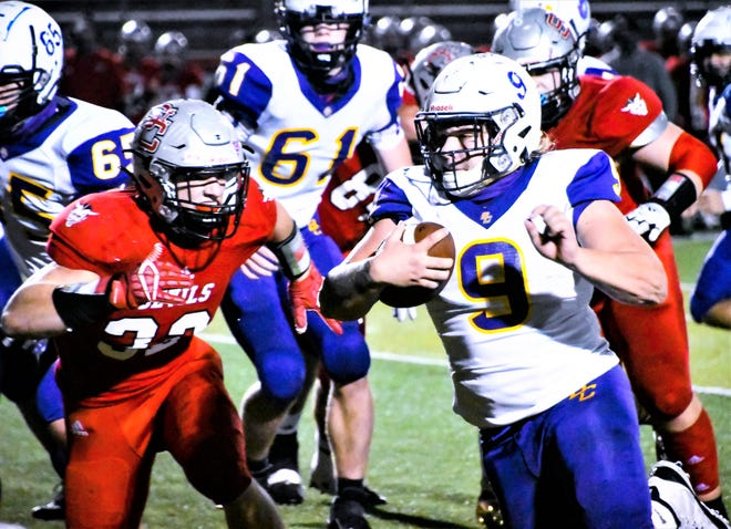 Bloom-Carroll running back Hobie Scarberry scored four touchdowns to help lead the Bulldogs to a 40-0 Division I, Region 15 championship win over St. Clairsville Saturday night.