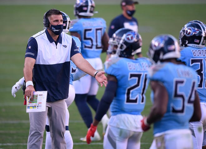 Tennessee Titans coach Mike Vrabel talks to his players during the fourth quarter Nov. 8 at Nissan Stadium in Nashville, Tenn. [Andrew Nelles/Tennessean.com]