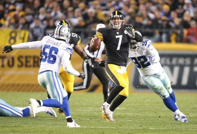 Pittsburgh Steelers quarterback Ben Roethlisberger (7) scrambles with the ball against the Dallas Cowboys during the second quarter at Heinz Field.