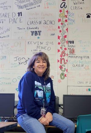 Woodridge High School business teacher Johnna Vineyard is a Make the Grade Amazing Teacher.