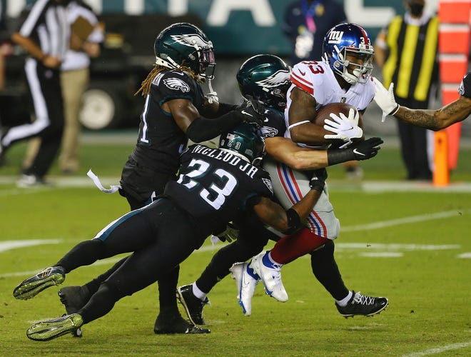 Safety Rodney McLeod is among the Eagles' players tackling the Giants' Dion Lewis.