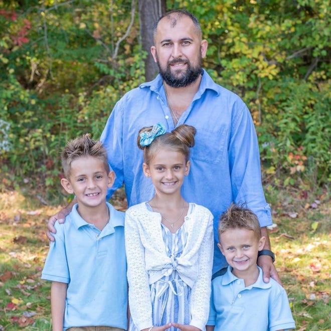 Alan D'Allessandro Jr. and his children