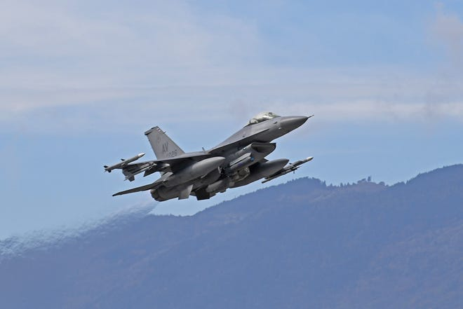 An F-16 Fighting Falcon crashed Tuesday in Michigan's Upper Peninsula.