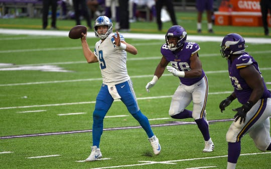 Detroit Lions quarterback Matthew Stafford, left, plans to play Carolina Panthers on Sunday despite an injured throwing hand.