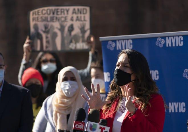 La asambleísta en el estado de Nueva York, Catalina Cruz, habla en una conferencia de prensa sobre políticas migratorias el lunes 9 de noviembre del 2020 en Nueva York. Cruz, nacida en Colombia, fue una inmigrante sin autorización para vivir en Estados Unidos durante más de una década.