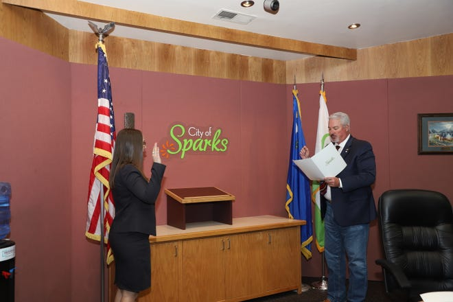 Assistant City Manager Alyson McCormick being sworn into office on Nov. 9, 2020.