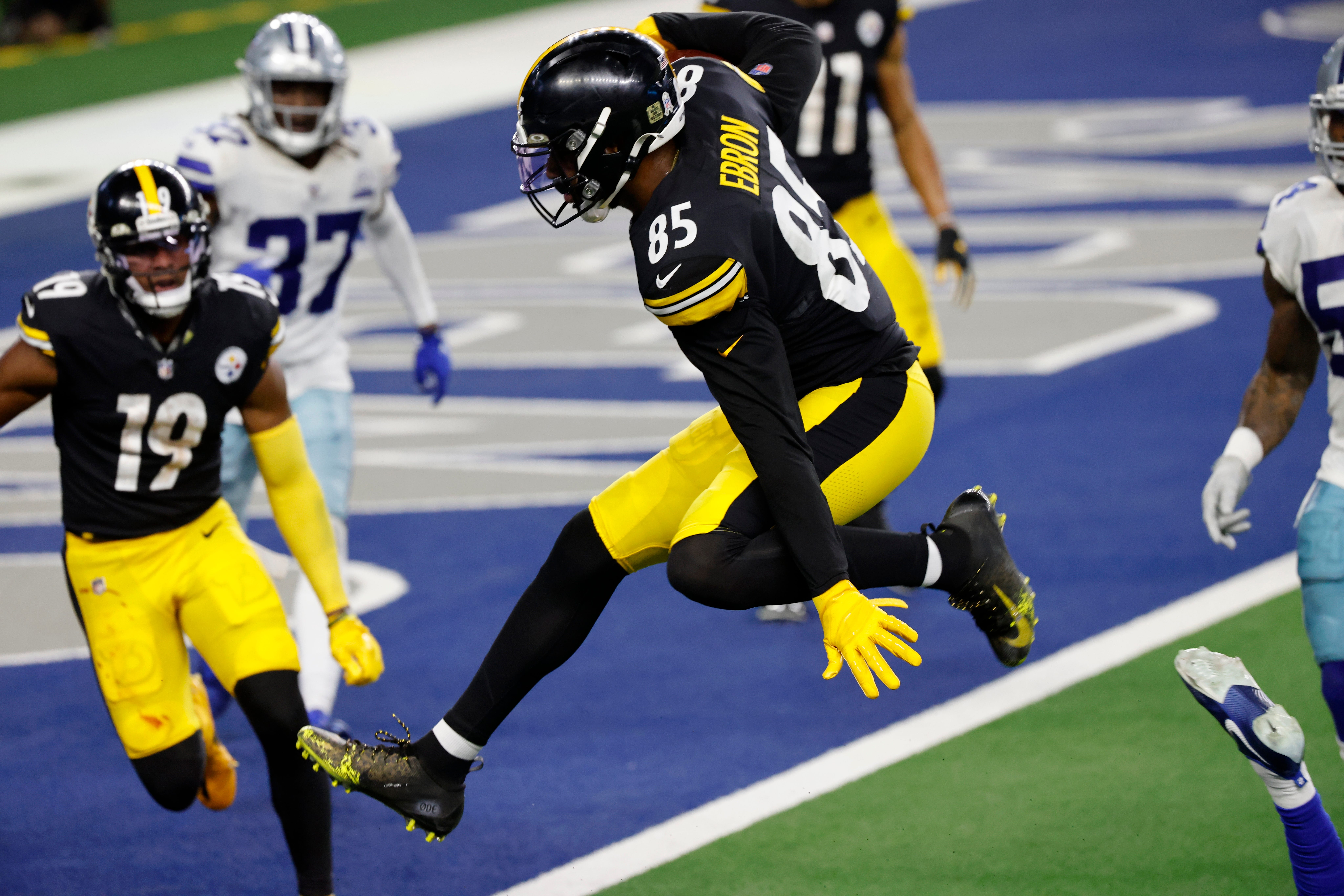 Steelers escape Cowboys in dramatic fashion to extend unbeaten record