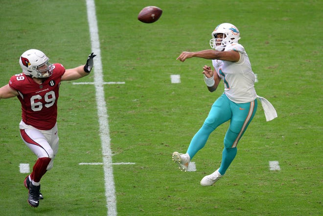 Dolphins quarterback Tua Tagovailoa passes against Arizona's Josh Mauro.