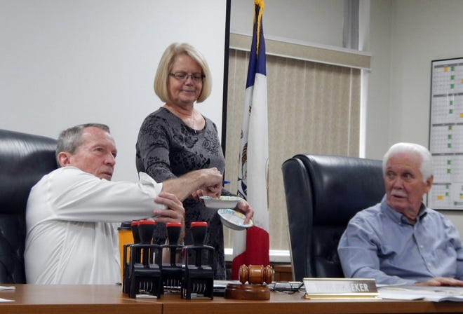 DMC Supervisor Board chairman Tom Broeker pulls a name out of a makeshift hat as County Auditor Terri Johnson and Supervisor Jim Cary look on Tuesday in Burlington. Three township trustee positions were open because nobody ran, but in Jackson Township, Steve Mullahy took one position with two write-in votes and Broeker drew Orville Pence, Jr. from the three who got one write-in vote each. Concordia Township had 25 write-ins with four people receiving two votes apiece; Alan Schwartz won that drawing.