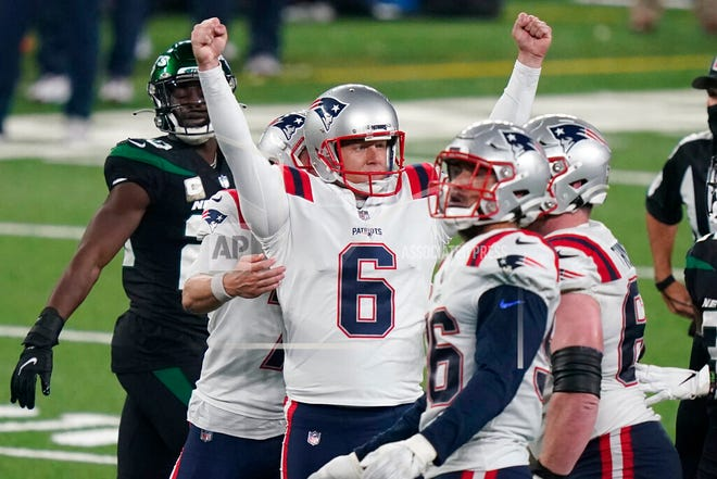 New England Patriots kicker Nick Folk (6) reacts after kicking the winning field goal during the second half of an NFL football game against the New York Jets, Monday, Nov. 9, 2020, in East Rutherford, N.J.