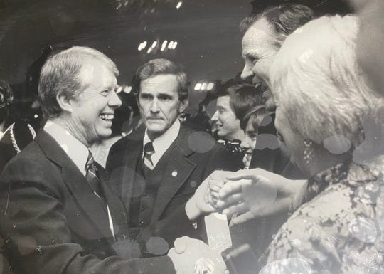 Ed Davis stands behind Jimmy Carter during the run up to the 1976 Iowa Caucuses
