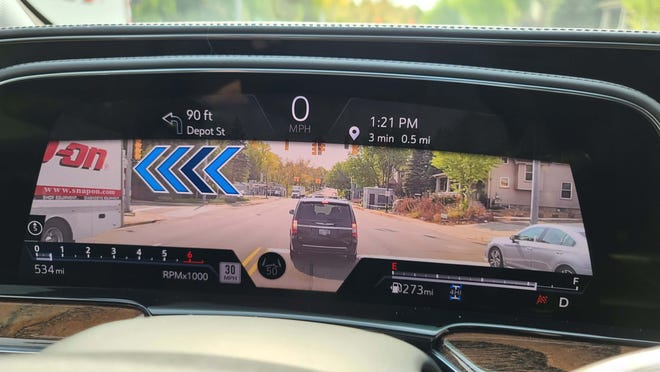 As the turn approaches, the arrow in the Augmented Reality screen grows bigger to indicate where to turn in the 2021 Cadillac Escalade.