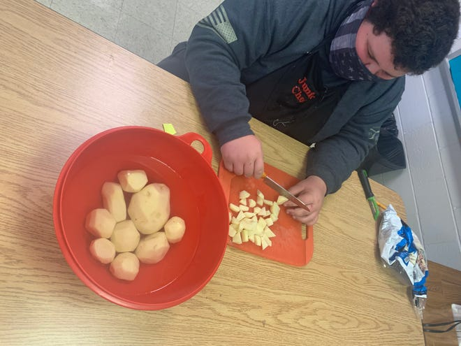 Students at Stewart Middle School made and canned soup for two area VFW Posts for Veterans Day. They also made cookies and cards to take to the veterans.