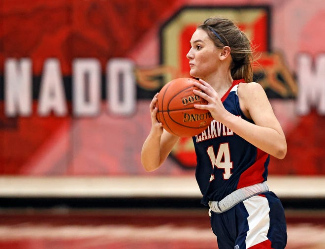 Plainview's Katy Long (14) passes the ball during a non-district game against Coronado on Nov. 10, 2020 at Coronado High School.