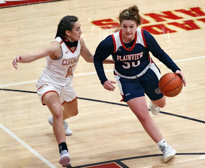 Plainview's Kylie Bennett (30) dribbles the ball past Coronado's Jazlyn Braithwaite (12) during a non-district game on Nov. 10, 2020.