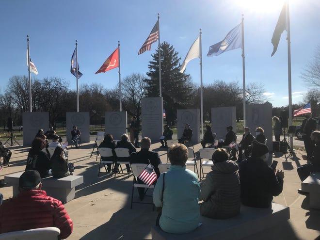 Upacara Hari Veteran yang berjarak secara sosial di Clinton Township pada 11 November 2020.