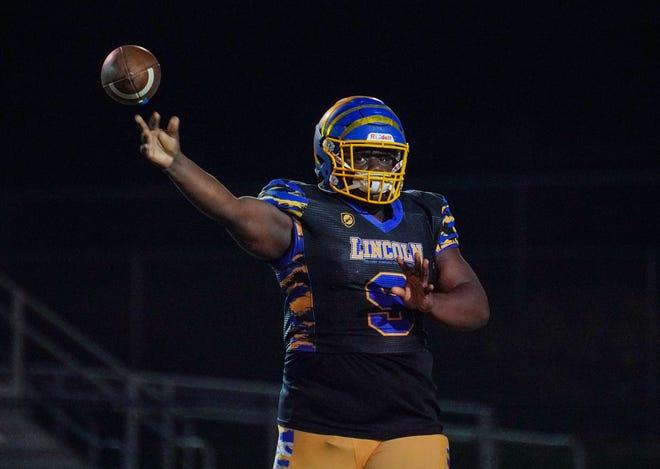 Howard Brown ha pasado más de 3,000 yardas en Lincoln College Preparatory Academy.