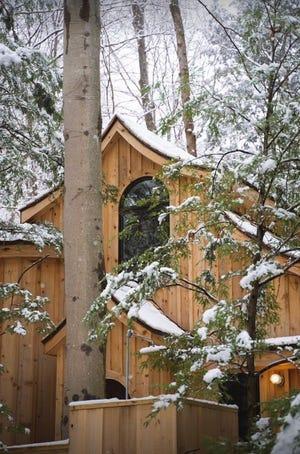 Hocking Hills tree house lodging.