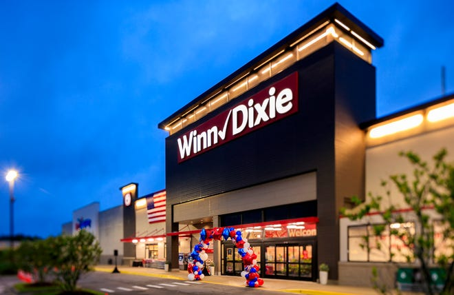 Winn-Dixie opened its newest supermarket Wednesday at 11700 San Jose Blvd. in Mandarin in the former Earth Fare specialty grocery.