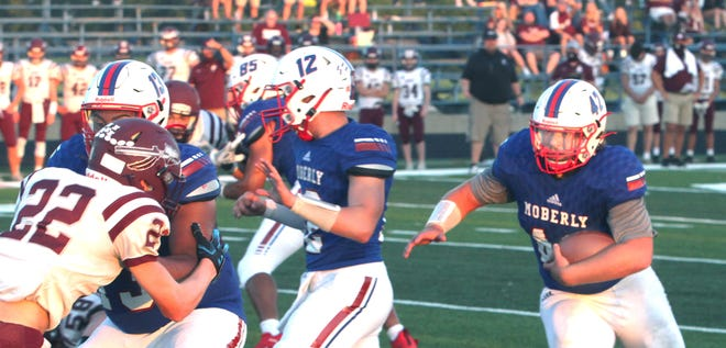 Running the football traditionally has been Moberly's bread-and-butter over time, with the Spartans averaging 206 rushing yards per outing this 2020 campaign. Senior Jarrett Kinder (#42) leads ball carriers Senior Jarrett Kinder leads the ball carriers with 484 total yards on 93 carries and 10 touchdowns. However, Moberly's passing scheme has become a potent weapon this fall with quarterback Dominic Stoneking and receiver Toby Short have connected 51 times for a gain of 925 yards and 14 scores, making the Spartans a more balanced offensive threat.