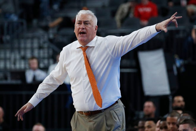 Oregon State men's basketball coach Wayne Tinkle has added high-scoring guard Dashawn Davis to the Beavers' roster for the 2021-22 season.