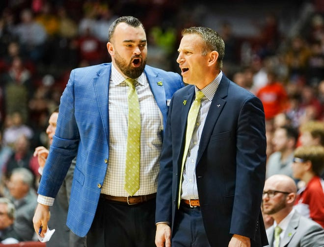 Jan 18, 2020; Tuscaloosa, Alabama, USA; Alabama Crimson Tide assistant coach Bryan Hodgson talk to head coach Nate Oats about a call in the game against Missouri Tigers at Coleman Coliseum. Mandatory Credit: Marvin Gentry-USA TODAY Sports