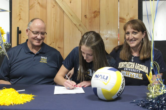 Piedra Vista's Kacee Moore signs her National Letter of Intent on Wednesday, Nov. 11, 2020 to continue her volleyball career at NCAA Division I Northern Arizona University.