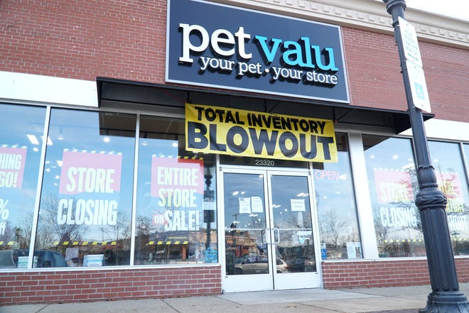 Downtown Farmington's Pet Valu shop will soon be closing.