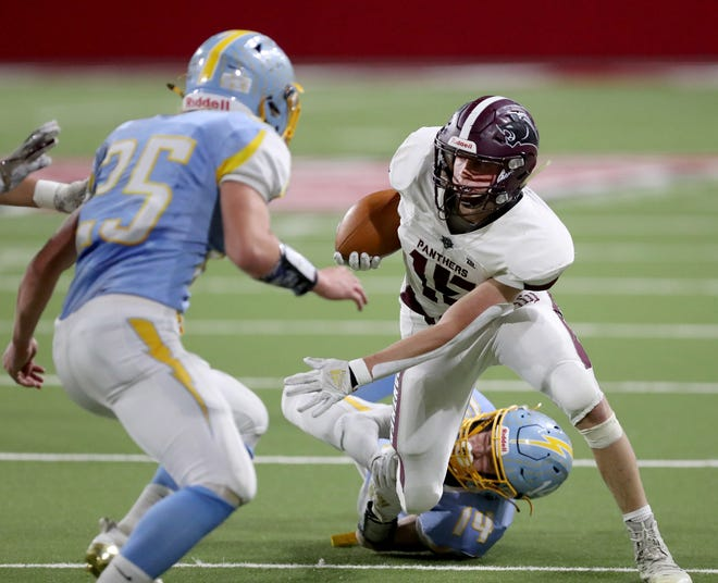 Platte-Geddes' Jackson Neuman (15) tries to get past Hamlin's Jacob MacDonell (14) and Jackson Noem (25) during Thursday's Class 9AA Championship game at the Dakotadome in Vermillion.