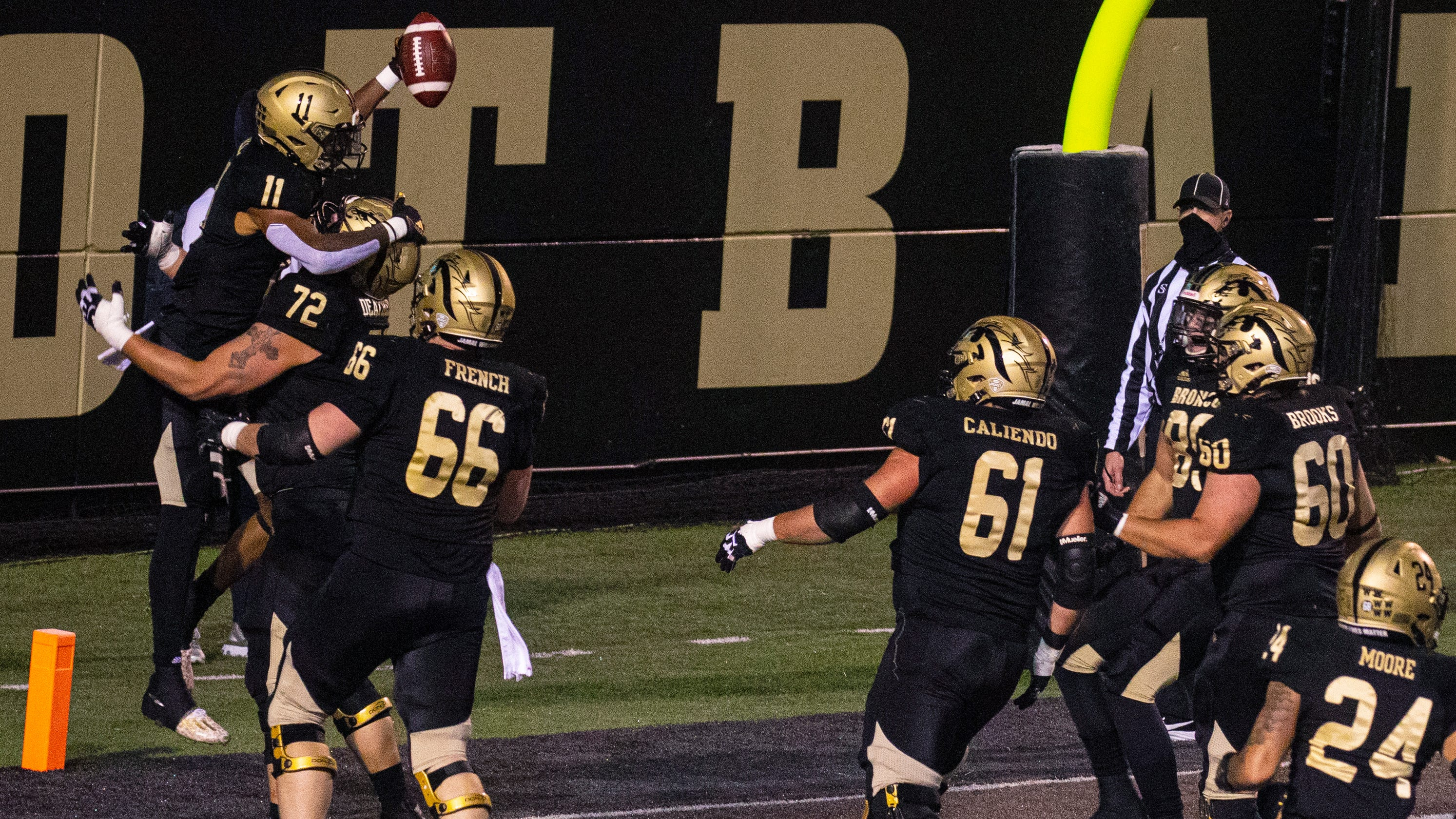 Western Michigan caps wild win over Toledo with fake-spike touchdown play