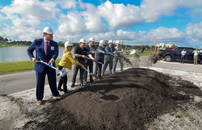 State Rep. James Buchanan, left, Manatee County Commissioner Vanessa Baugh, Sarasota County Commissioner Mike Moran, Mote Board Chairman Dr. Sam Seider, Mote President Michael Crosby, state Sen. Joe Gruters and U.S. Rep. Greg Steube break ground at the site of the new Mote Aquarium on Nov. 13, 2020. The ship-shaped aquarium will be built next to the Mall at Unversity Town Center, University Parkway and Interstate 75.