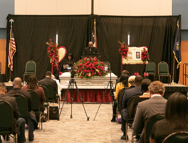 John Jones gives a prayer of comfort at Commissioner Johnnie Sampson's funeral Friday afternoon. [Bill Hand / Sun Journal Staff]