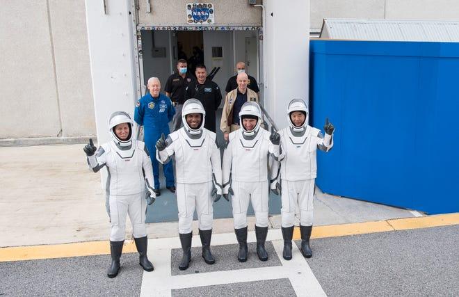 Los astronautas de SpaceX Crew-1 Victor Glover, Mike Hopkins, Shannon Walker y Soichi Noguchi realizan un ensayo general el jueves 12 de noviembre de 2020, antes de su lanzamiento a la Estación Espacial Internacional.