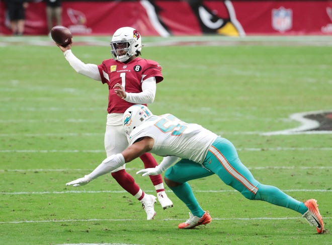 Arizona Cardinals quarterback Kyler Murray (1) throws a pass while pressured by Miami Dolphins middle linebacker Kyle Van Noy (53).
