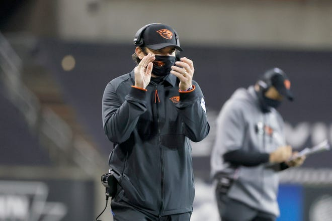 Oregon State Beavers head coach Jonathan Smith reacts on the sidelines against the Washington State Cougars during the first half at Reser Stadium in Corvallis on Nov. 7, 2020.