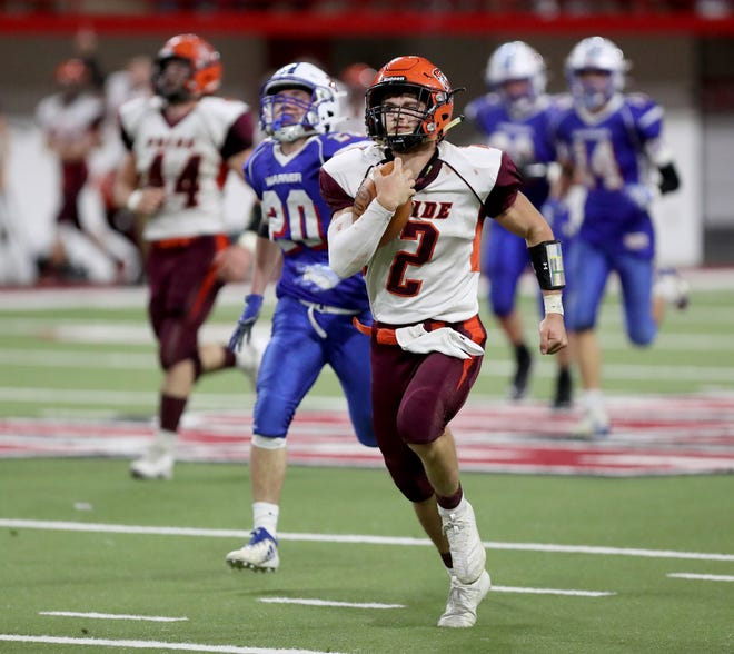 Canistota/Freeman's Tyce Ortman, center, runs past Warner's Ty Cramer, left, and everyone else on his way to a 54-yard-touchdown during Thursday night's Class 9A football championship game at the DakotaDome in Vermillion. American News photo by John Davis taken 11/12/2020