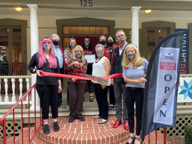 A Chamber of Commerce ribbon cutting ceremony for the new Gallery Shop was was held on Nov. 6, kicking off the new shop just in time for holiday shopping.