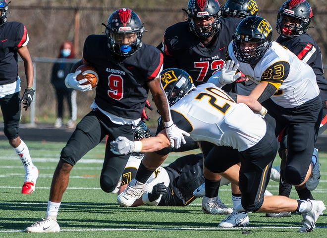 Aliquippa's Vernon Redd goes for yards in the first quarter against Thomas Jefferson during the WPIAL Class 4A football championship at North Allegheny High School.