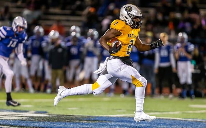Battle's Gerry Marteen Jr. runs for a 71-yard touchdown against Washington on the first play from scrimmage during the Class 5 District 4 championship game Friday night at Washington High School.