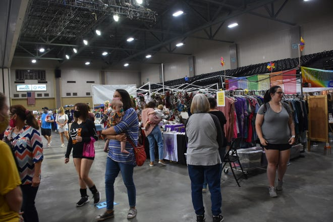 Shoppers browse the booths at the last  Craftin' Cajuns show, held in November at the Houma-Terrebonne/Barry  Civic Center in Houma.