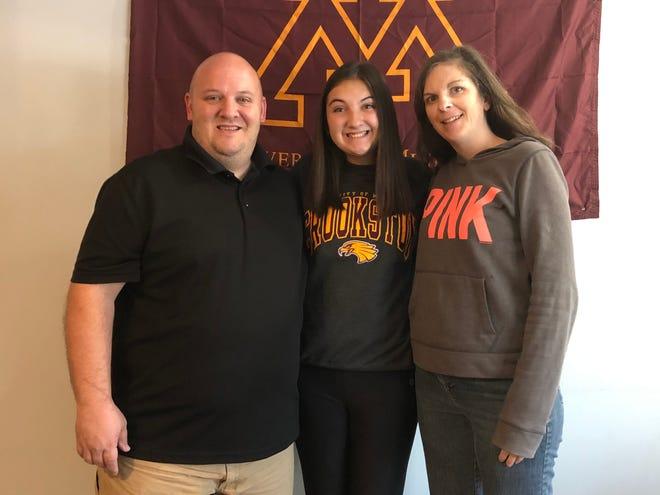 Kaydance Hinn with her parents, Brian and Stephanie.