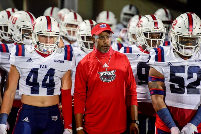 Florida Atlantic coach Willie Taggart stands with his team before the Shula Bowl earlier this season. The Owls beat FIU 38-19.
