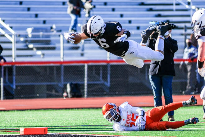 Delaware Valley's Jason Henderson dives for a touchdown against Central York.