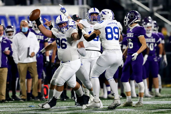 Cincinnati St. Xavier defensive tackle Giovanni Albanese celebrates his fumble recovery in the first quarter of the Division I state championship game against Pickerington Central.