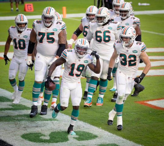 Miami Dolphins wide receiver Jakeem Grant (19) celebrates a touchdown catch against the Los Angeles Chargers with teammates at Hard Rock Stadium in Miami Gardens, November 15, 2020.  (ALLEN EYESTONE / THE PALM BEACH POST)