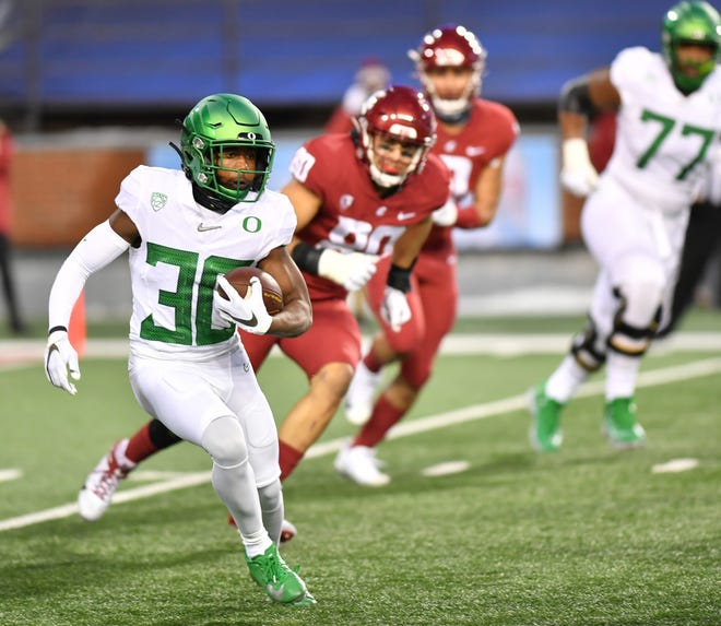 Oregon's Jaylon Redd run down field against Washington State football in Pullman, Wash.