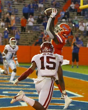 Florida tight end Keon Zipperer (9) catches a touchdown pass Saturday against Arkansas at Ben Hill Griffin Stadium.